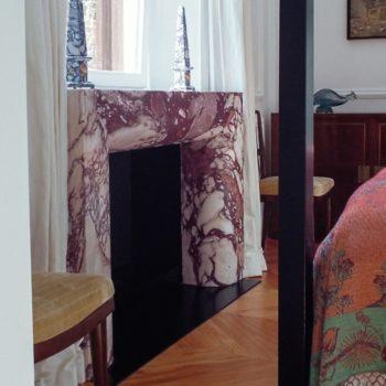 """Per casa Ciompi, Damiani Marmi ha realizzato eleganti camini. I marmi scelti con attenta selezione, hanno reso originale ogni singolo manufatto. [wp-svg-icons icon=""""search-2"""" wrap=""""h1""""]"""